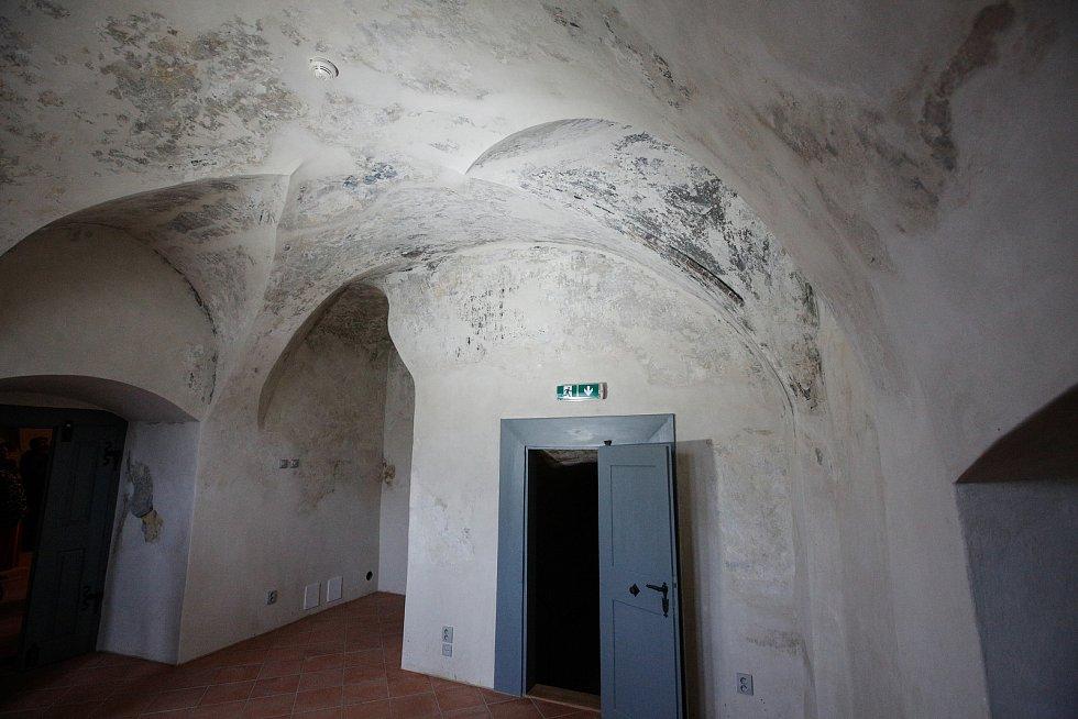 Historické budovy na pardubickém Příhrádku jsou dokončené. Stavbaři při rekonstrukci objevili mnoho překvapení – například jedno schodiště nebo velmi zachovalou černou kuchyni.