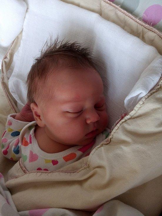 Stella Skalová se narodila 10. 6. 2021 v 8:36 hodin. Vážila 3910 g a měřila  50 cm. S rodiči Denisou a Petrem bude bydlet v Pardubicích. Foto: rodina