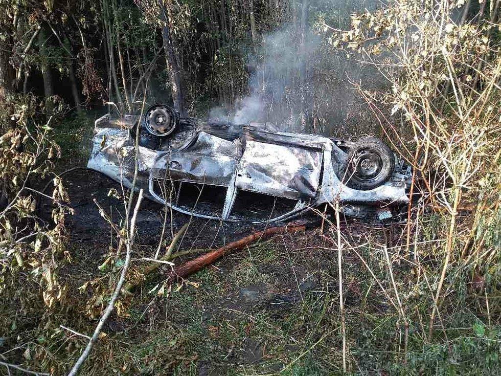 K nehodě došlo 16. září u Nepomuk. Auto následně vzplálo a bouchlo.