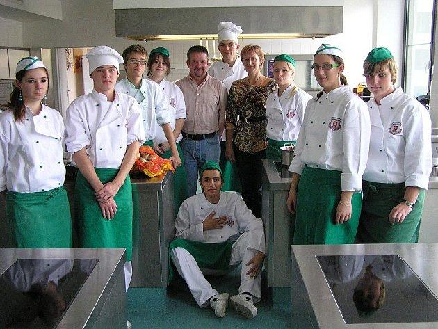 V hotelech a penzionech ve městech Weiden a Parkstein nahlédlo přímo do jejich provozu, bavorské kuchyně a recepce již celkem 19 žáků Labské hotelové SOŠ a SOU v Pardubicích.