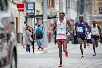 Prvenství mezi muži si zajistil v čase 1:05:25 hod Joel Maina Mwangi (číslo 1). Stříbro bral Henry Kemboi a třetí doběhl Kiprono Silas Too.