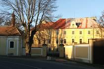 Zdechovický zámek patřil šlechtě i vojákům, v sobotu ho ovládne zábava.