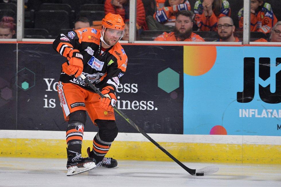 Hokejový obránce Marek Trončinský během této sezony oblékl dres Sheffieldu Steelers.