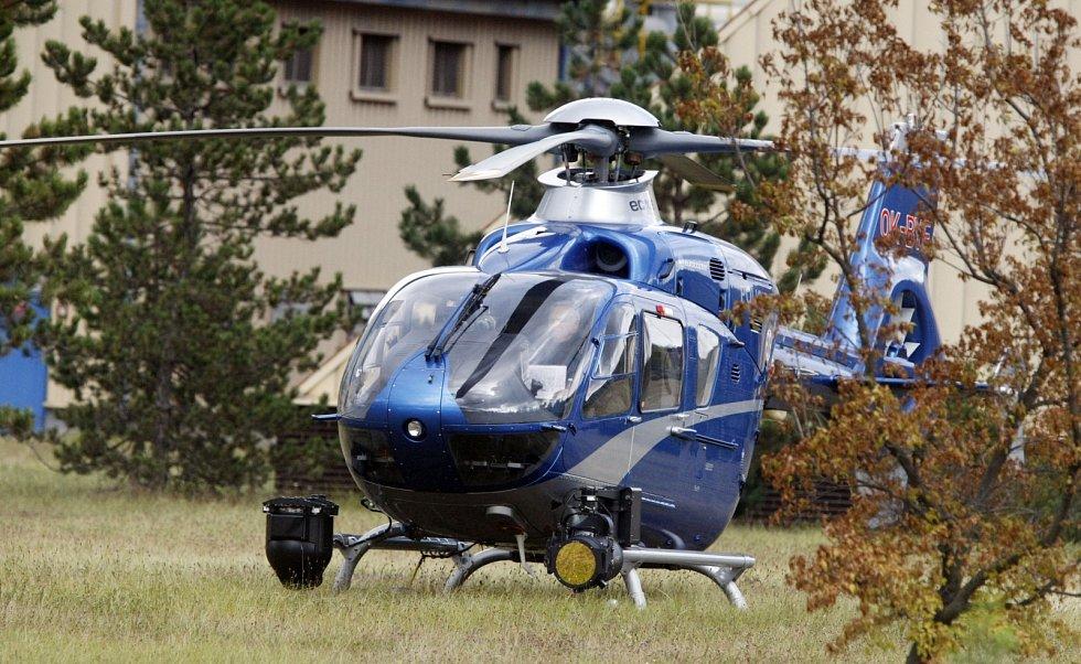Na místě jsou policejní vyjednavači i vrtulník.