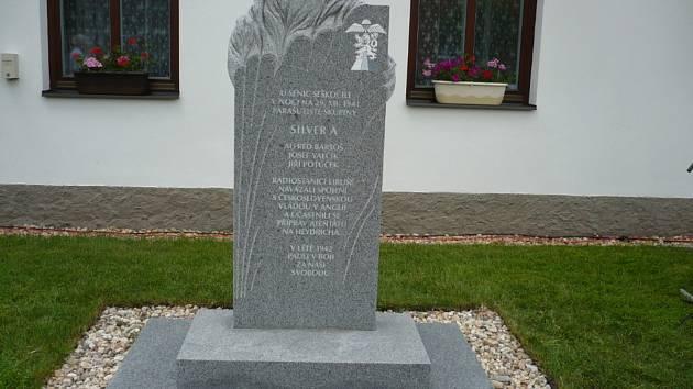 Pomník v obci Senice