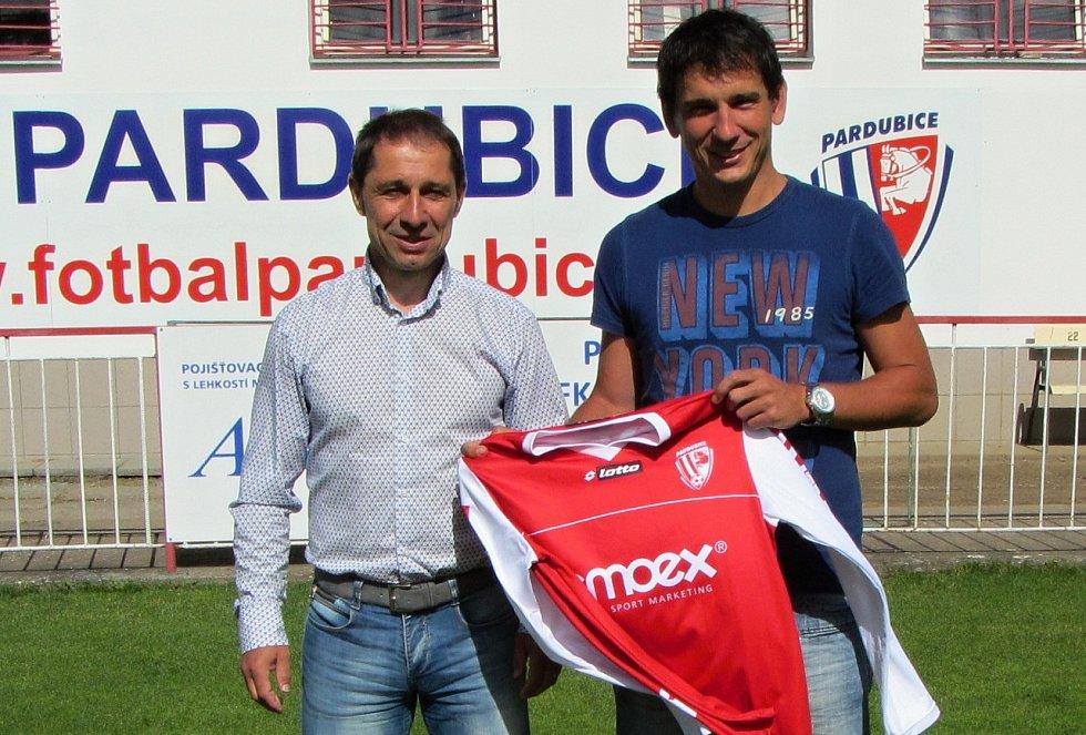 Fotbalový útočník Pavel Černý opouští svůj mateřský klub a míří do Pardubic.