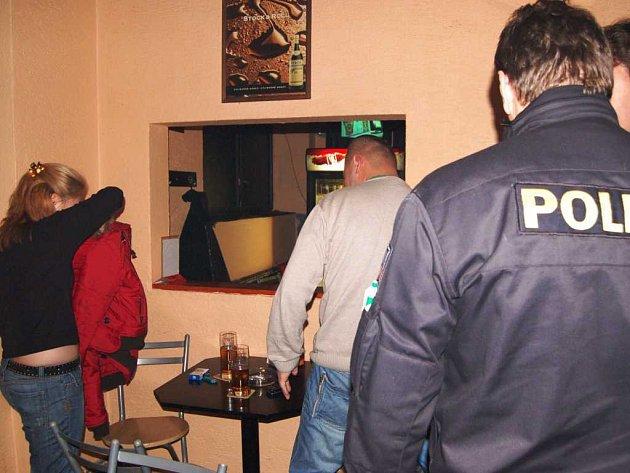 Cizinecká policie řeší chybějící zdravotní pojištění mongolských občanů.