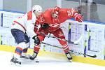 Hokejové utkání Mountfield Cupu mezi HC Dynamo Pardubice (v bílém) a Spartak Moskva (v červeném) v pardubické ČSOB pojišťovna ARENĚ.