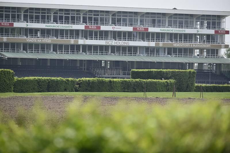 Závodiště se připravuje na další sezónu.