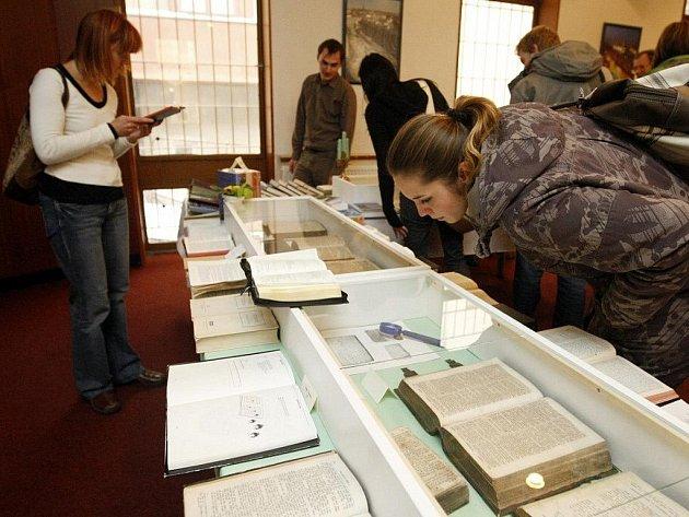 Bible z roku 1549. I ta je k vidění na putovní výstavě Bible včera, dnes a zítra.