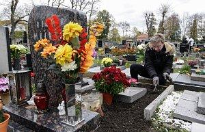 Poznamenané Dušičky: Vítr někde poškodil také hroby