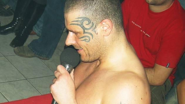 Rober Rosenberg neukázal jen svoje tetování..