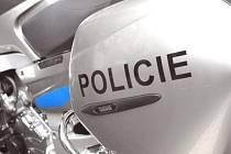 SILNICE NA VÝCHODĚ ČECH bude brázdit deset nových motocyklů značky Yamaha. Jeden stroj o obsahu 1300 kubických centimetrů získal odbor dopravní policie krajského ředitelství a bude působit na celém území regionu.