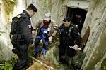 Cvičení Záchrana 2010. Druhý nalezený figurant byl objeven ve starém bunkru