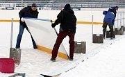 Z plochodrážního stánku se stal hokejový kotel