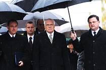 Příchod Václava Klause, vpravo Roman Línek