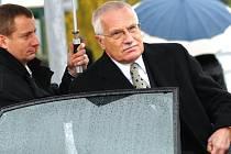 Prezident Václav Klaus se zúčastnil pohřbu Michala Rabase