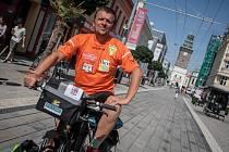 Jan Kovář vyráží z Pardubic. Tentokrát chce na kole zdolat Austrálii.