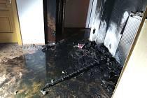 Prskavka zapálila vánoční stromek a způsobila škody za 400 tisíc