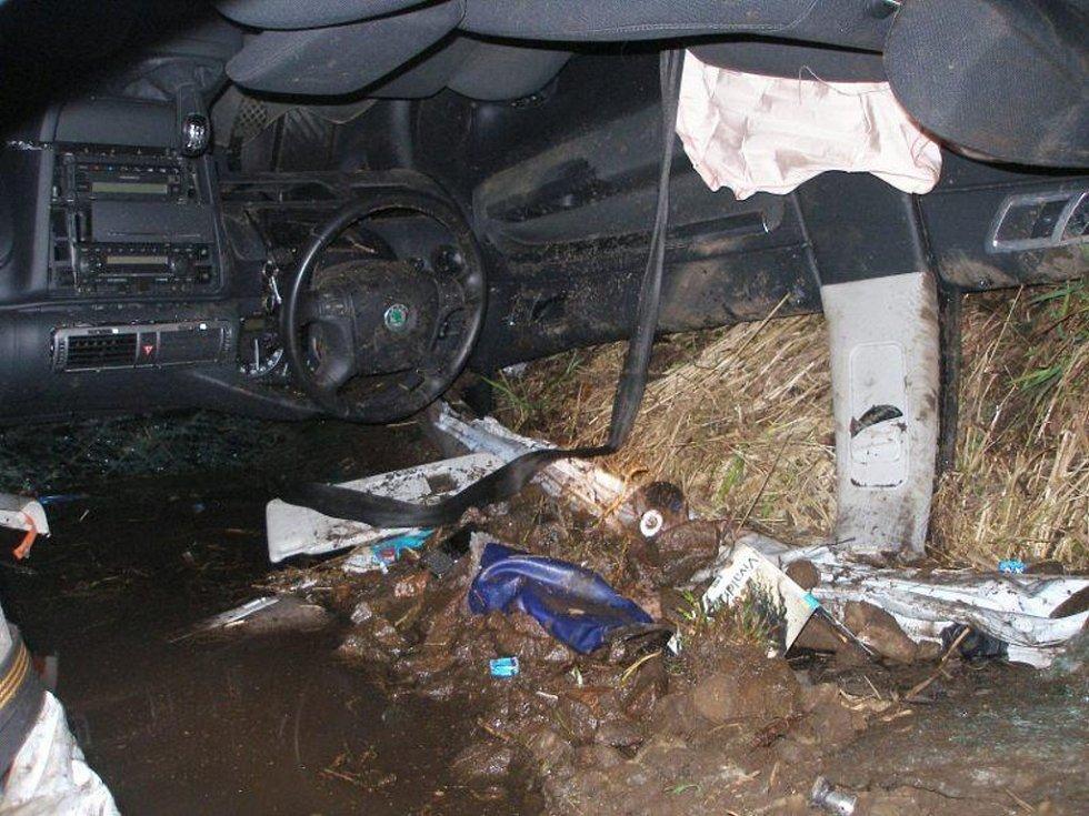 ŽABOKRKY. Hasiči museli z vozidla vyprostit dvě těžce zraněné osoby, třetí osoba bohužel svým zraněním na místě podlehla.
