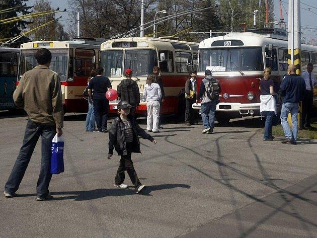 Pardubický dopravní podnik v sobotu slavil své šedesáté narozeniny.