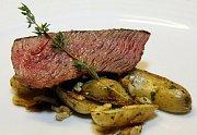 RUMP–steak (hovězí zadní) s opečenými francouzskými bramborami Ratte