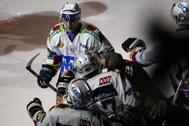 Pardubice vybojovaly postup. V pátém utkání čtvrtfinále zdolaly Třinec 3:2