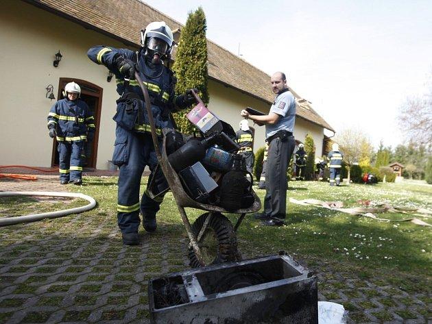 Požár v Bukovce způsobil na domu škodu za 4 miliony korun.
