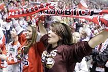 Atmosféry bylo na derby tolik, že fanoušci málem zbourali arenu. A tak to má být