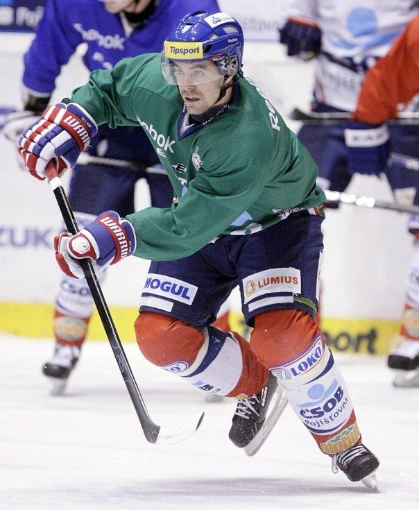 Tomáš Rolinek už v pátek s Pardubicemi trénoval. Na led nastoupí poprvé v neděli.