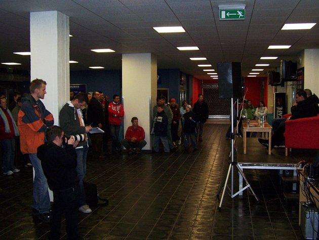 Diskuze pardubických fanoušků s představiteli hokejového klubu