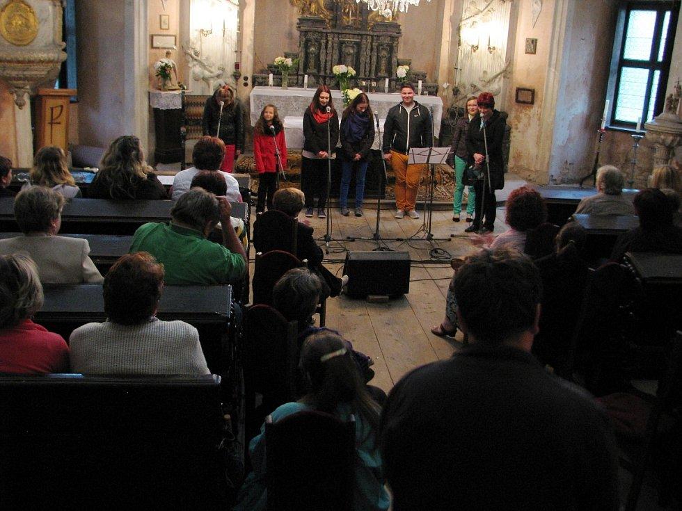 Koncert v zámecké kapli sv. Romedia při muzejní noci.