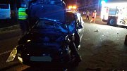 Autobus s 15 cestujícími se střetl u Dražkovic s osobním autem.