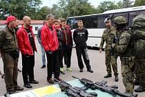 Hokejisté navštívili vojáky