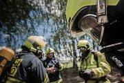 V Pardubicích si hasiči vyzkoušeli mobilní simulátor bytového požáru.