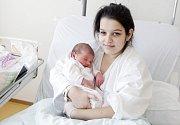 ŠTĚPÁNKA ZBROJOVÁ se narodila 1. února v 6 hodin a 24 minut. Měřila 50 centimetrů a vážila 3300 gramů. Maminka Anežka bydlí v Pardubicích.