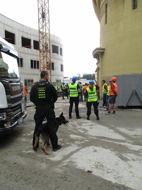 Celníci kontrolovali stavby