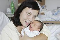 Nela Kábelová se narodila 28. srpna v 15.45 hodin. Měřila 51 centimetrů a vážila 3500 gramů.  Maminku Ivetu u porodu podpořil tatínek Jan. Doma v Pardubicích na ně čeká 3,5letý Ondra.