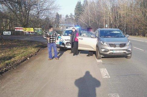 Nehoda se zraněním v Lázních Bohdaneč. Auto se střetlo s cyklistkou.