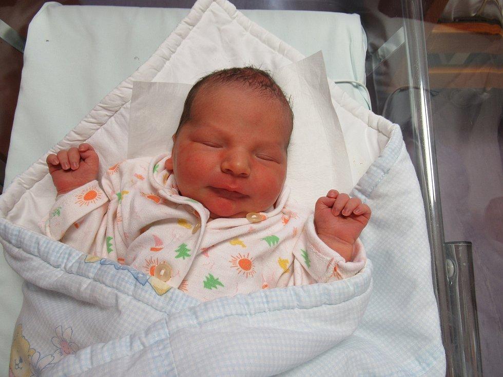 Jindřich se narodil ve středu 7. dubna 2021 ve 12:16 hodin v náchodské porodnici. Chlapeček vážil 3,55 kg a měřil 51 cm.Foto: archiv porodnice
