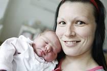 Valentina Takáčová se narodila 23. dubna ve 14:05 hodin. Měřila 52 centimetrů a vážila 4070 gramů. Maminku Veroniku u porodu podpořil tatínek Martin a doma v Pardubicích čeká ještě Nella (2) a Anna (10).