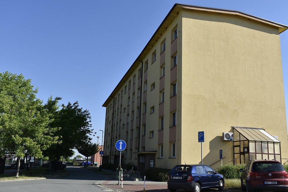 Rodiny důstojníků a vojáků ve vyšších funkcích žily ve dvou bytových domech. K jejich vytápění postavili Rusové kotelnu, z níž je dnes hasičárna.