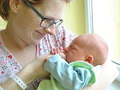 ARTUR SOCHA se narodil 8. března ve 20:06 hodin. Měřil 51 centimetrů a vážil 3490 gramů. Maminku Janu u porodu podpořil tatínek Luboš. Rodina je doma v Pardubicích ve Svítkově.