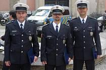 Miloš Zamazal, Miroslav Pochobradský a Petr Shejbal (zleva doprava)  byli vyznamenáni za službu u dopravní policie v délce přes dvacet let.