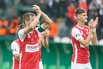 Fotbalové utkání Fortuna ligy mezi FK Pardubice (v červenobílém) a FK Teplice (  modrožlutém) na Městském stadionu Ďolíček v Praze.