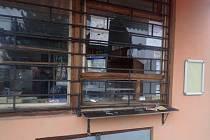 Stánek na Pardubické ulici v Přelouči, do kterého se vloupal neznámý pachatel.