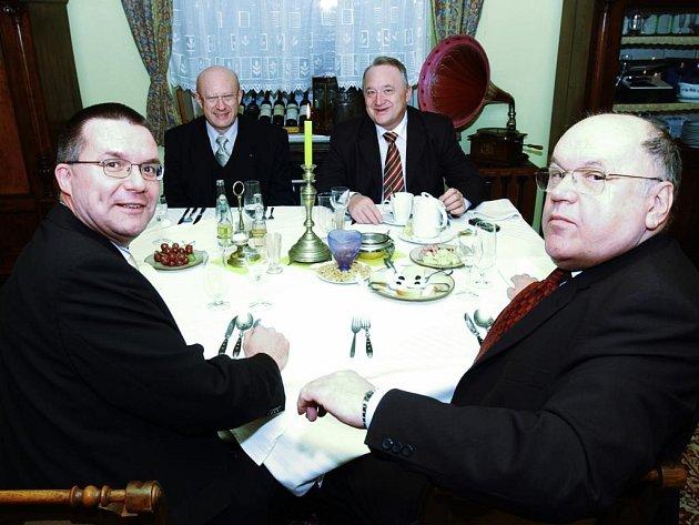 Společný oběd primátorů a hejtmanů Pardubického a Královehradeckého kraje v únoru 2005