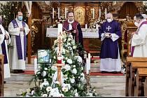 Holice se rozloučily s dlouholetým farářem a čestným občanem města P. Jiřím Mannlem.