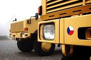 Dinga, nová obrněná auta pro české vojáky, vyrazila na cestu do Afghanistánu z Pardubic