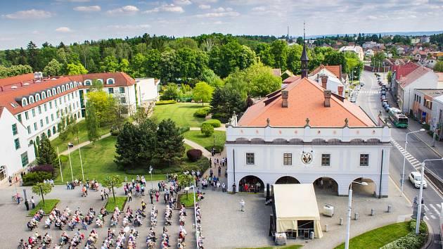 Otevírání lázeňské sezóny v Lázních Bohdaneč.